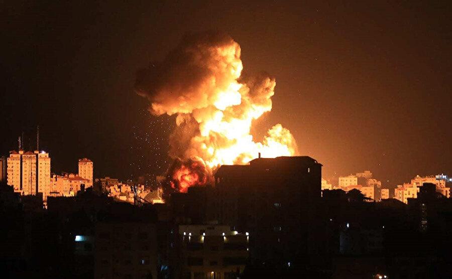 İsrail'in bombardımanları nedeniyle Gazze'de elektrik kesintileri yaşanıyor.