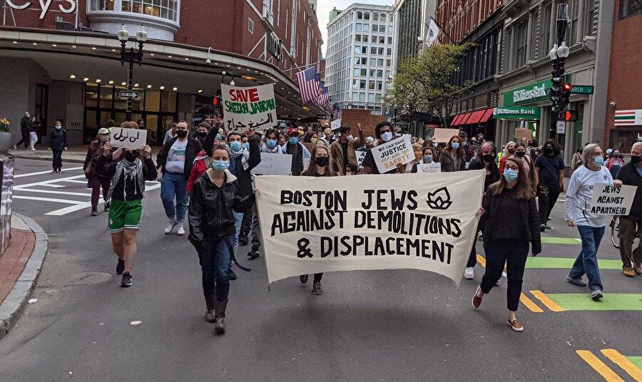 İsrail karşıtı gösterilerde bulunan Amerikan Yahudileri.