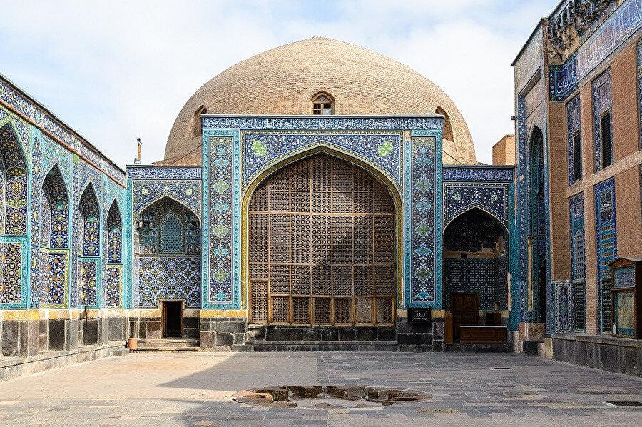 Halkın dili Azerice'dir.