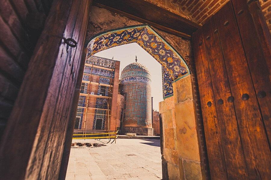 Şehir nüfusunun çoğunluğunu Azerbaycan Türkleri oluşturur.