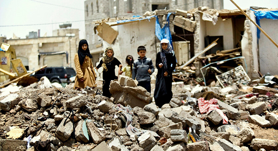 Yemen'deki iç savaş özellikle çocuklar olmak üzere sivillerin büyük acılar çekmesine neden oluyor.