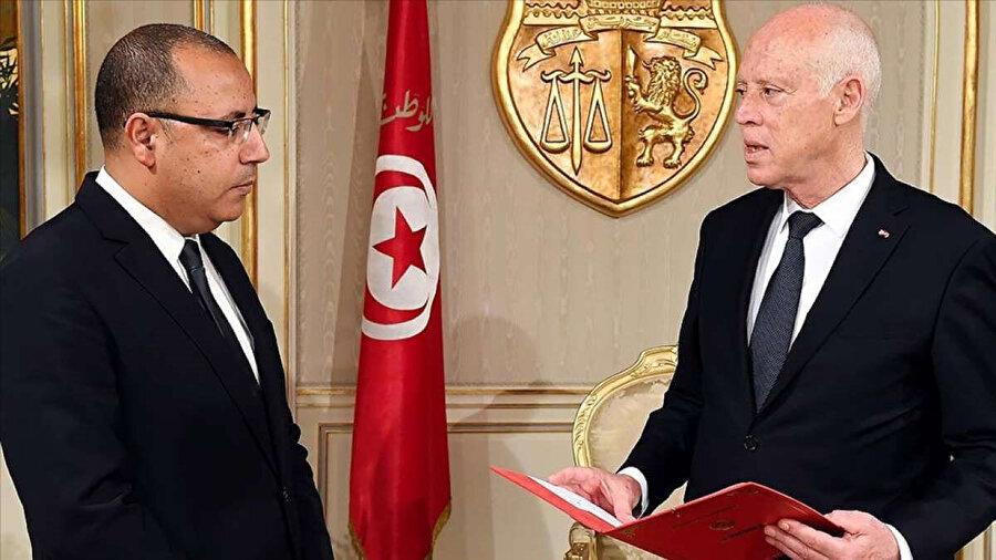 Cumhurbaşkanı Said ile Başbakan el-Meşişi arasındaki gerginlik, aralarında yaşanan kabine değişikliğine dair bir anlaşmazlıkla patlak vermişti.