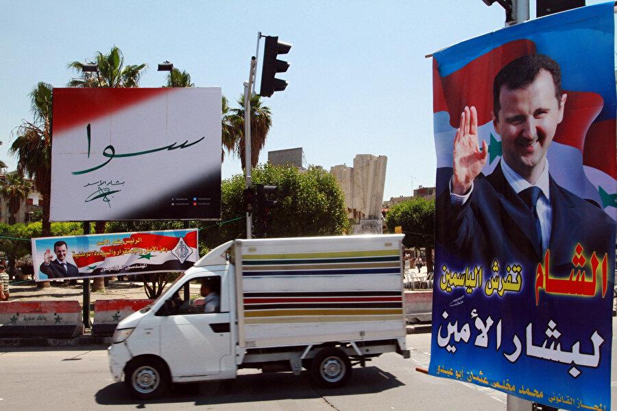 Seçim kampanyası döneminde Humus kent merkezinin tüm sokaklarını kaplayan Beşşar Esed'e ait posterler.