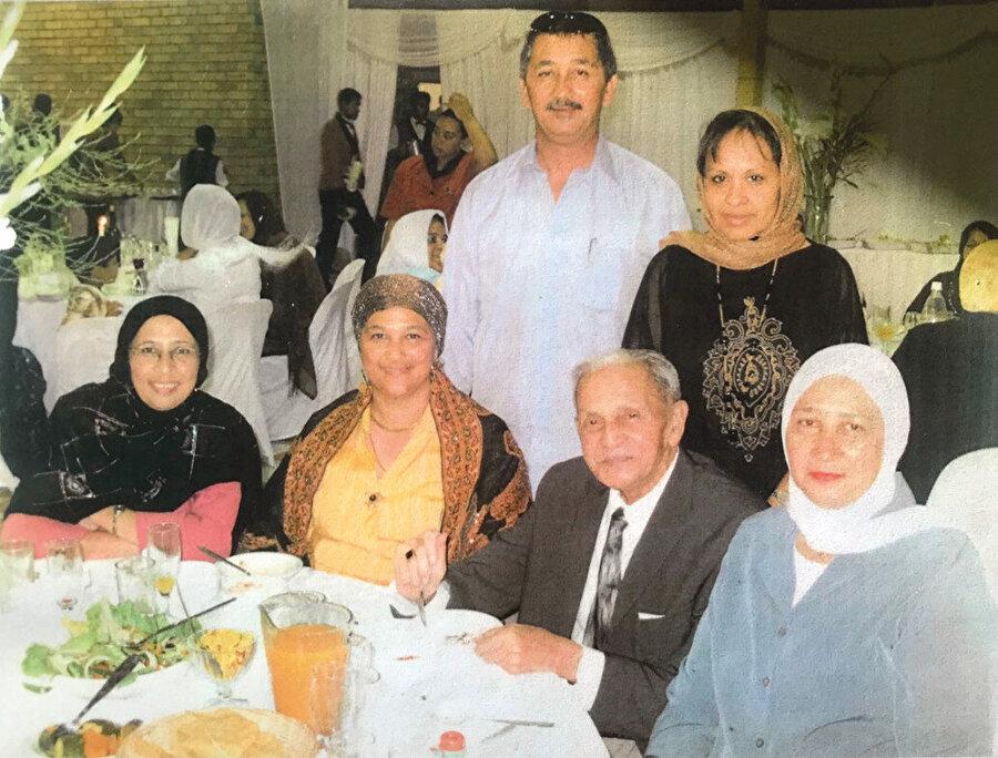 Nathri Efendi ailesiyle bir Ramazan iftarɪnda, Cape Town, 2005