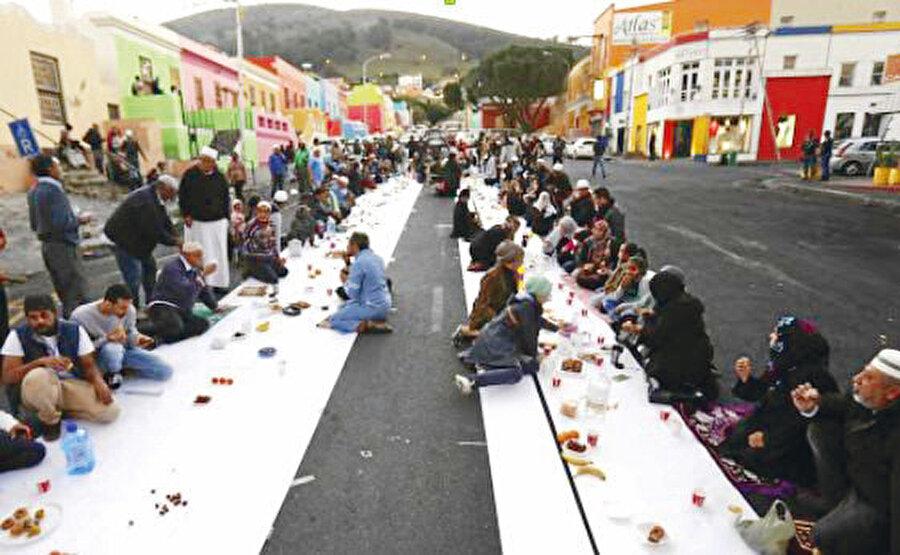 İftar vakti Bo-Kaap Müslüman mahallesi, Cape Town, 2020