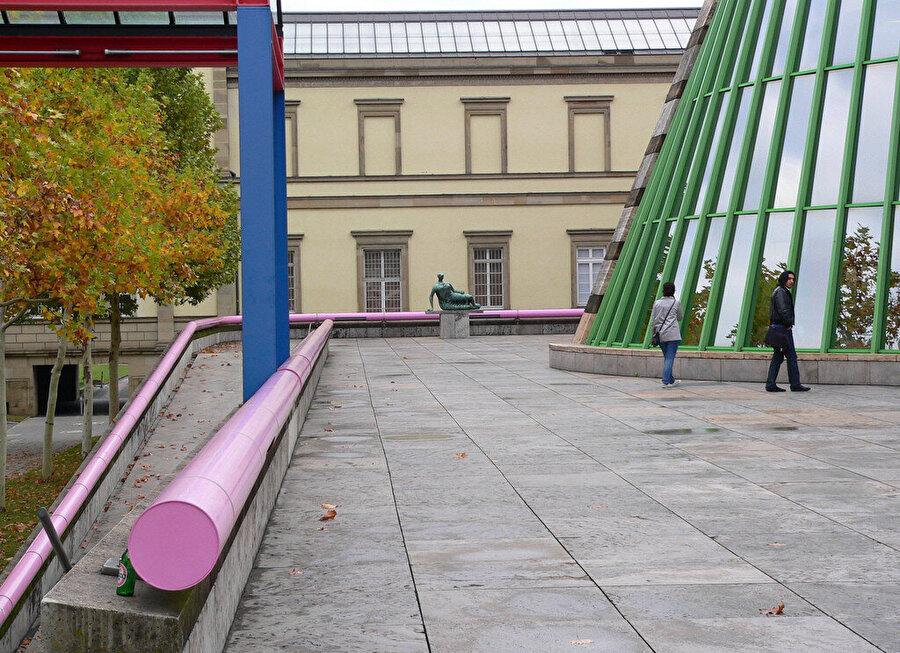 Kullanılan yeşil renk, yapıyı daha da özgün kılıyor.