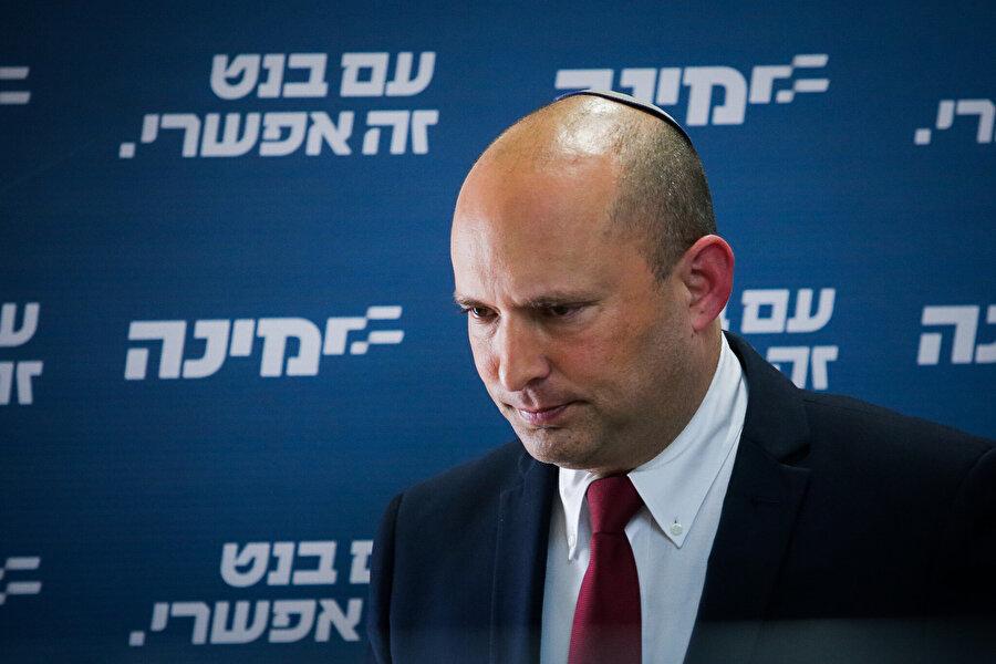 Binyamin Netanyahu'nun son hamlesi olarak yorumlanan kualisyon planına göre; kualisyon yönetiminin son 1,5 yılında başbakan olması planlanan siyasetçi Naftali Bennefitt.