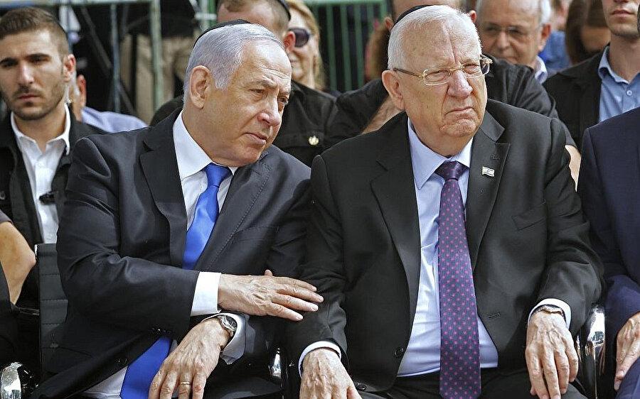 İsrail'de 23 Mart'ta yapılan seçimin ardından Cumhurbaşkanı Reuven Rivlin (sağda), koalisyon hükümetini kurmak için Başbakan Netanyahu'yu (solda) görevlendirmişti.