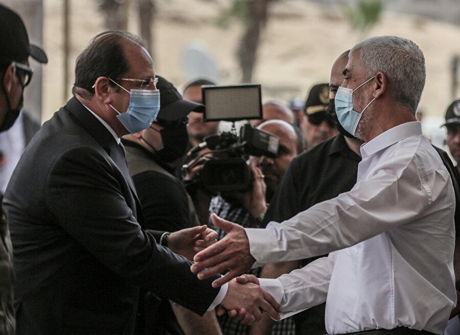 Hamas Gazze Sorumlusu Yahya es-Sinvar, Gazze'yi ziyaret eden Mısır İstihbarat Başkanı Abbas Kamil ile görüşmüştü.