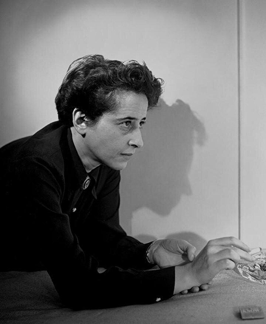 Hannah Arendt`in Israil`e karşı en başından yani kurulmaya başlandığı andan itibaren ciddi eleştirileri olmuştur.