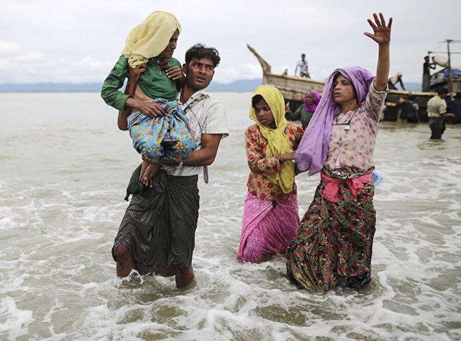 Myanmar ordusunun, 25 Ağustos 2017'de silahlı militanlarla mücadele gerekçesiyle Arakan eyaletinde sivillere yönelik düzenlediği katliamın üzerinden geçen 3 yıla rağmen Arakanlı Müslümanların çektiği acılar dinmedi.