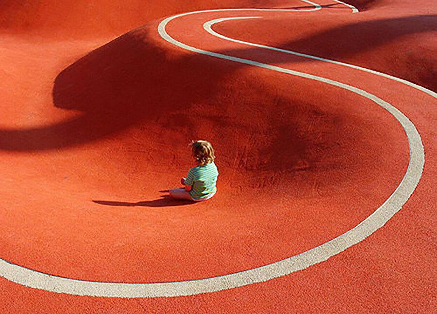 Oyun parkı, nesne ve çocuk arasında etkileşim sağlıyor.