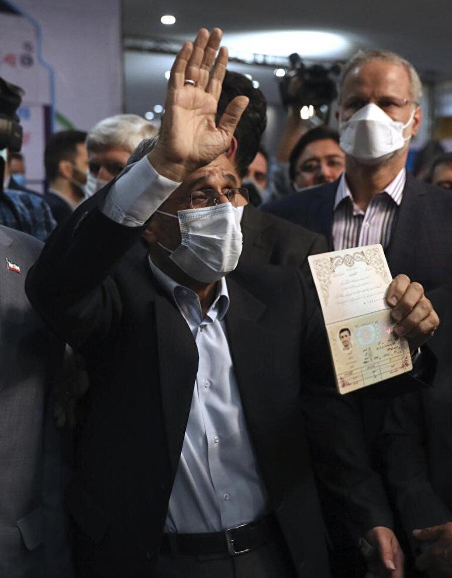 Adaylığı veto edilen isimlerden eski Cumhurbaşkanı Mahmud Ahmedinejad.