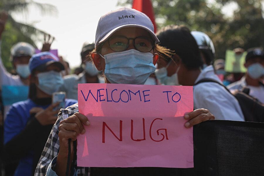 Ulusal Birlik Hükümeti'ni (NUG) destekleyen Myanmarlılar.