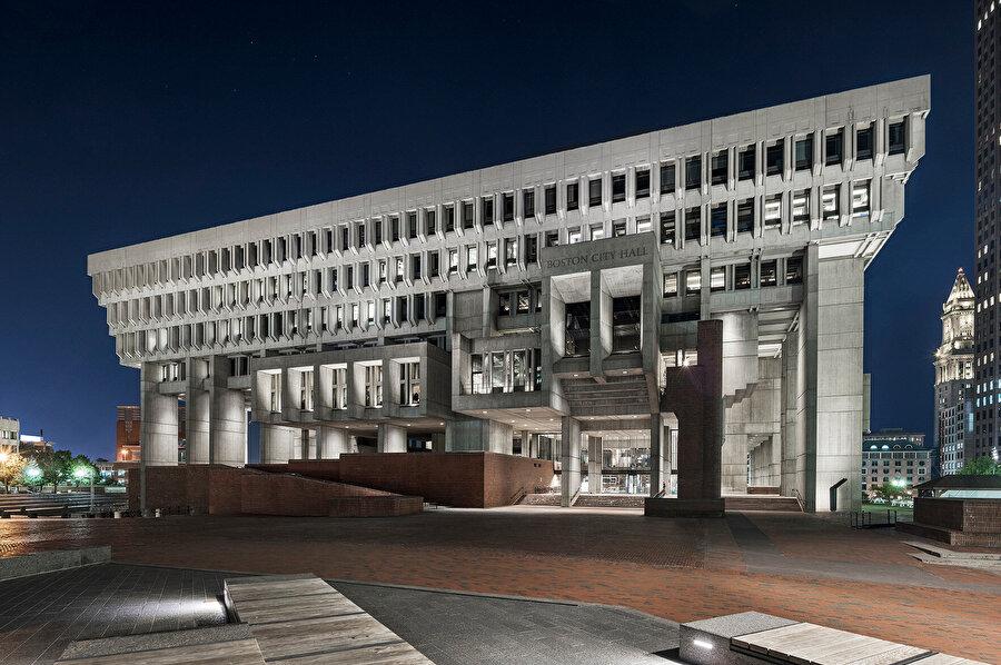 Yapı, 50 yıl önce Boston hükümeti ile sakinleri arasında şeffaflığın sembolü olarak inşa ediliyor.