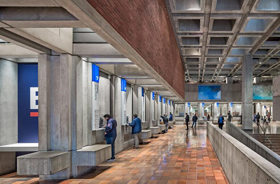 Boston Belediye Binası, Amerika Birleşik Devletleri'ndeki en önemli belediye yapıları arasında kabul ediliyor ve uluslararası alanda brütalizmin önemli bir örneği olarak biliniyor.