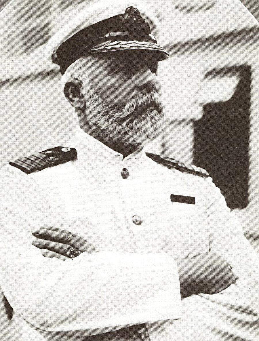 """Dünyanın en iddialı kaptanın""""Bu gemiyi Tanrı bile batıramaz"""" diyen Titanik'in kaptanı Edward J. Smith'in bu iddiası, o devasa buz dağı karşısında direnemedi ve gemiyle birlikte sulara gömüldü."""
