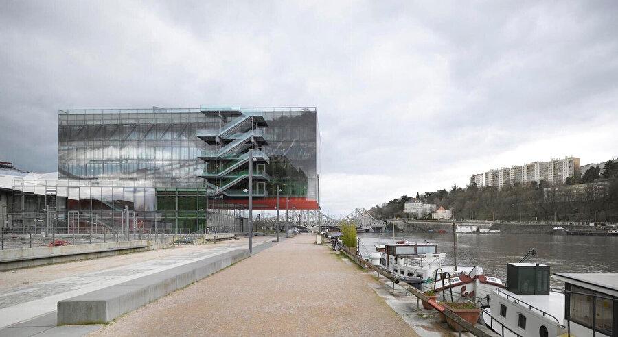 Odile Decq'in 2014'te tasarladığı ofis binası GL Events Headquarters Lyon, Fransa'da bulunmaktadır. Rhone ve Saône nehirleri arasında kalan bu yeni ofis yapısı, çelik strüktürüyle dikkat çeker.