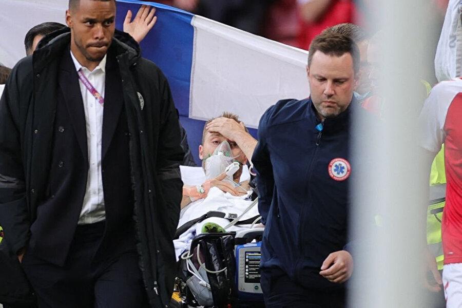 Eriksen'in hastaneye götürülürken görüntüsü