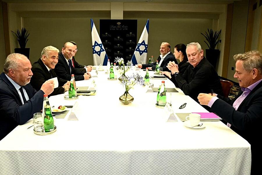 Lapid-Bennet liderliğindeki hükümetin koalisyon ortakları.