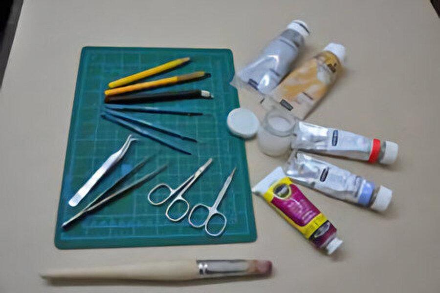 Katı' sanatında kullanılan malzemeler.