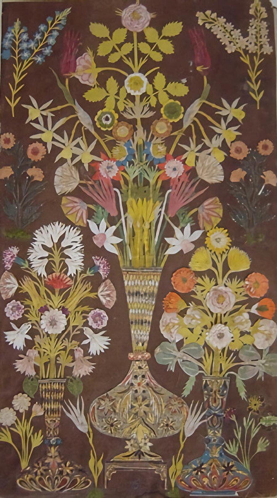 Mehmet Selim Divanı içinde bulunan üç vazo içinde çiçek oymalı bir sayfa.