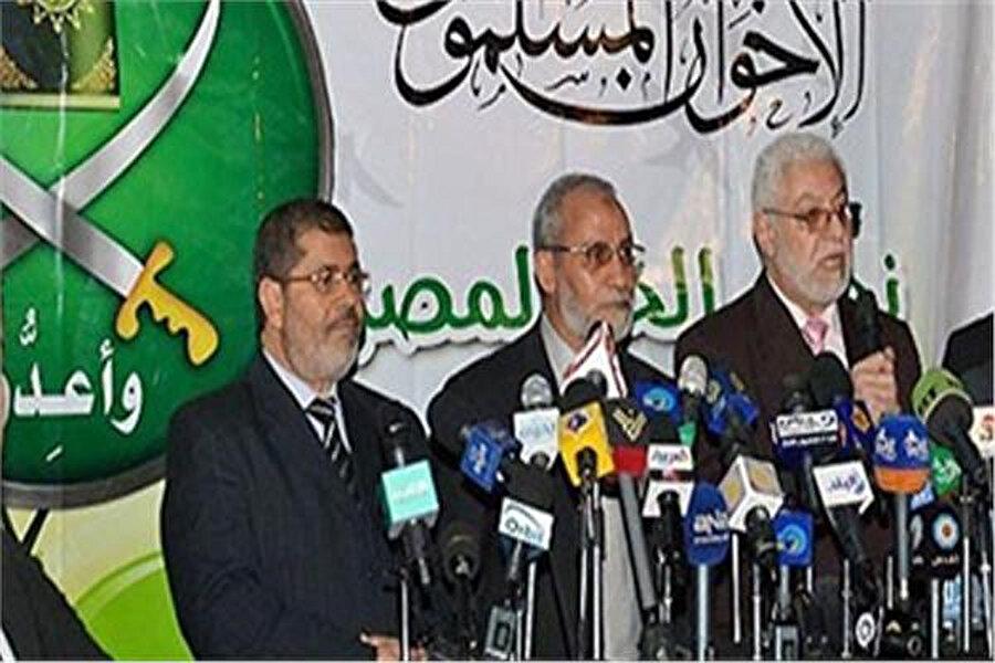 Muhammed Mursi, İhvan yöneticileriyle birlikte.