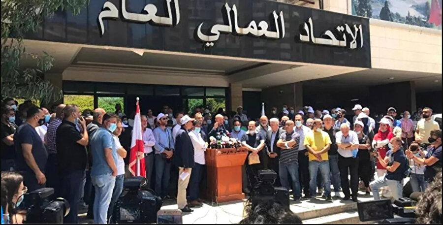 İşçi Sendikası Başkanı Beşşare el-Esmer, ülkedeki siyasi gruplara, birbirlerini suçlamayı veya bakanlık paylaşımı üzerinden zaman kaybetmeyi bırakarak