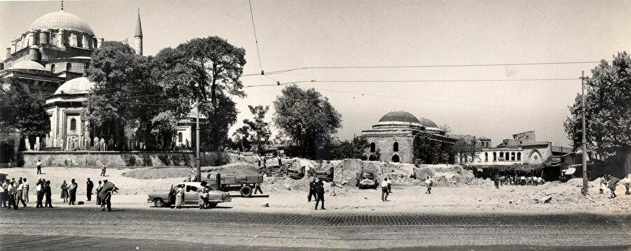 Tarihin, kültürün, sanatın, mimarinin, eğitimin, hatta üretim ve ticaretin bir arada bulunduğu böyle bir başka semti daha yoktur İstanbul'un.