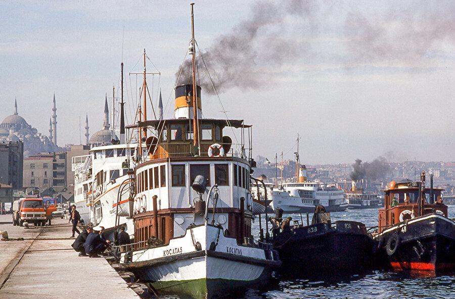 O yıllarda Yalova'dan İstanbul'a gelen vapurlar Sirkeci İskelesi'ne yanaşırlardı.