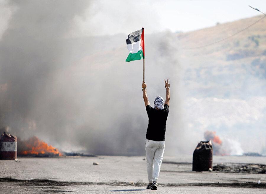 Çatışmalar sırasında 'Filistin' gündemiyle 4 kez toplanan fakat soykırıma karşı hiçbir yaptırım kararı almayan Birleşmiş Milletler, üzerine düşeni yaptı ve Filistinliler katledilirken İsrail'e zaman kazandırdı.