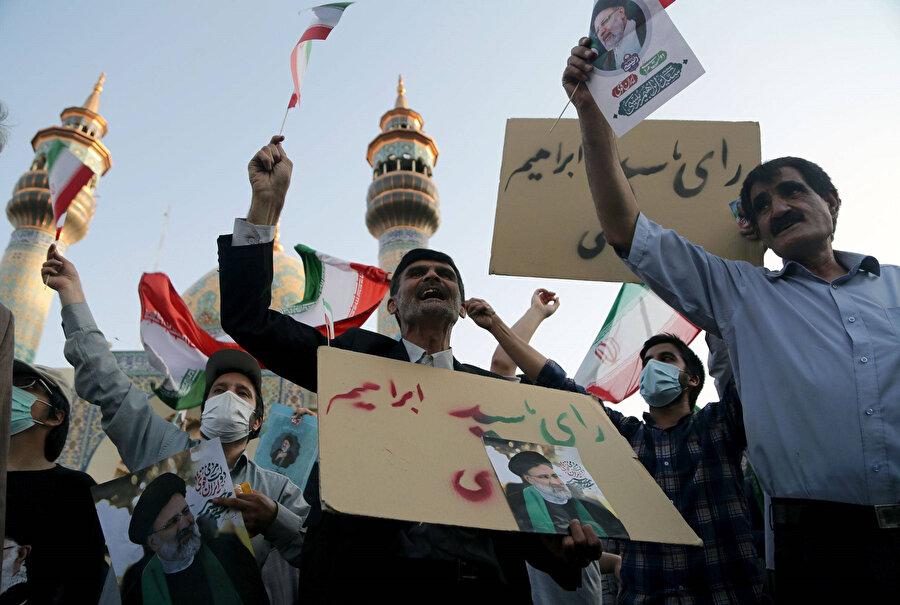 Yargı Erki Başkanı İbrahim Reisi destekçileri.