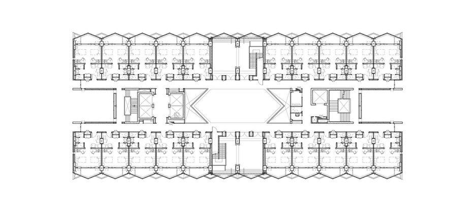 Odalar, sirkülasyon hattı ve avluyu ifade eden 13. kat planı.
