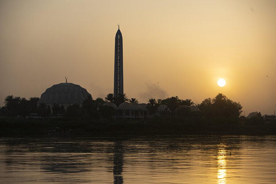Hartum'da Nil üzerinde bir gün batımı.