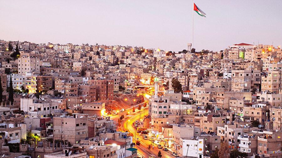 Amman yönetiminin, geçmiş yıllarda dünyanın en ateşli krizlerinin yaşandığı bir coğrafyada istikrarını korumayı başardığı düşünülüyor.