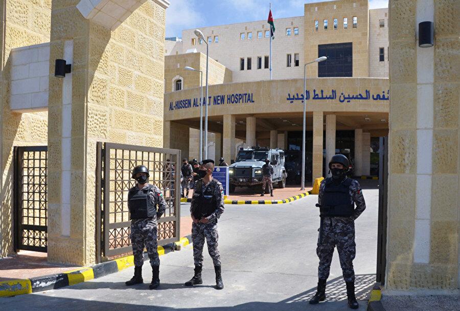 Salt el-Cedid Devlet Hastanesinde 13 Mart'ta merkezi oksijen sistemindeki kesinti nedeniyle 7 hasta hayatını kaybetmiş, olayın ardından Sağlık Bakanı Nezir Ubeydat istifa etmişti. Hastane müdürü ile 3 yardımcısı ve oksijen sorumlusu gözaltına alınmıştı.
