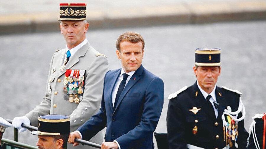 """Afrika talancısı """"Fransa"""" ve İslam dünyasının en önemli ordusu olan Somali'den Katar'a ve Suriye'den Libya'ya kadar erişimini genişletmiş olan """"Türkiye""""."""