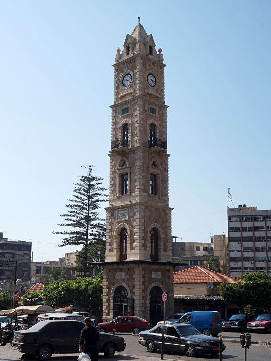 Sultan İkinci Abdulhamid'in tahta çıkışının 25'inci yılı anısına Trablus'ta yaptırılan saat kulesi. Bu tarihi saat kulesi, şehrin sembol yapılarındandır.