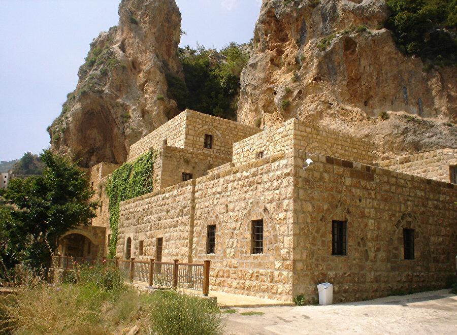 Hlil Cibran'ın doğduğu kasaba Bşarri'de bulunan ve müze haline getirilen mezarı.