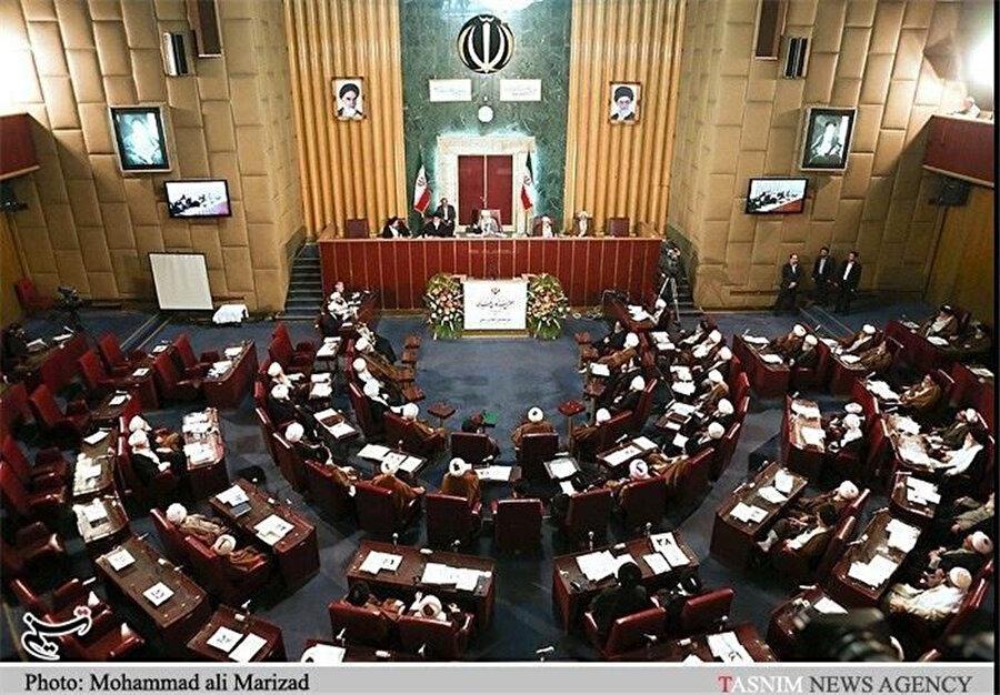 İran'da dini lideri seçme ve azletme salahiyetine sahip olan Uzmanlar Meclisi.