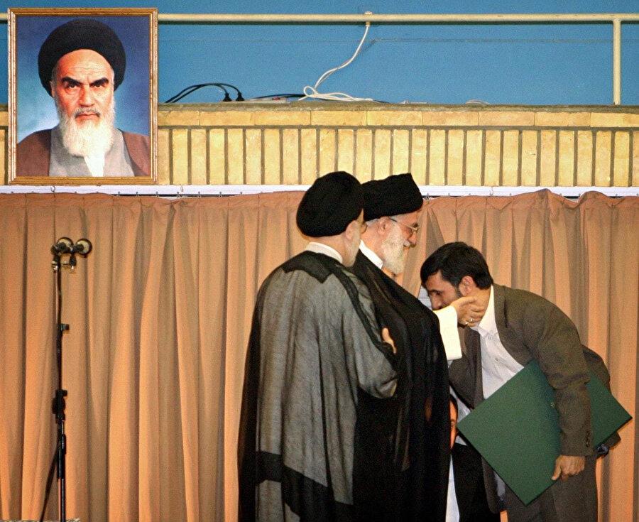 Ahmedinejad, bir zamanlar Ayetullah Ali Hamaney'e en yakın olan isimlerden biriydi.