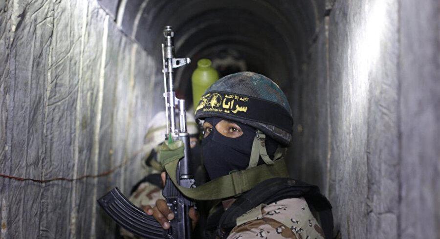 Gazze'deki tünellerde, silah ve mühimmat depoları, üretim tesisleri ve roketatar mekanizmalarının yanı sıra İsrail'in izleyemediği operasyonları yönetmek için bir iletişim ağının bulunduğu açıklandı.