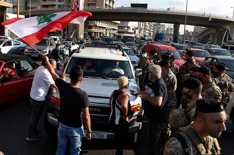 Göstericileri pek çok farklı noktada yolu trafiğe kapatmak istedi.
