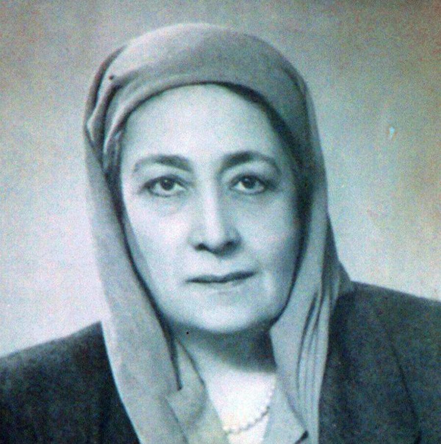Hüda Şaravi, Mısırlı milliyetçi-feminist lider ve Mısır Feminist Birliği'nin kurucusu.