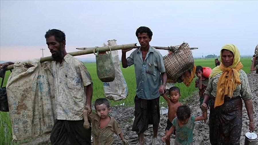 Arakan Rohingya Birliği'nin raporuna göre, Arakan ordusu ya NUG ile iş birliği yapacak ya da Myanmar ordusuyla Arakan'ın kendi kendine yönetilmesi talebinde uzlaşacak.