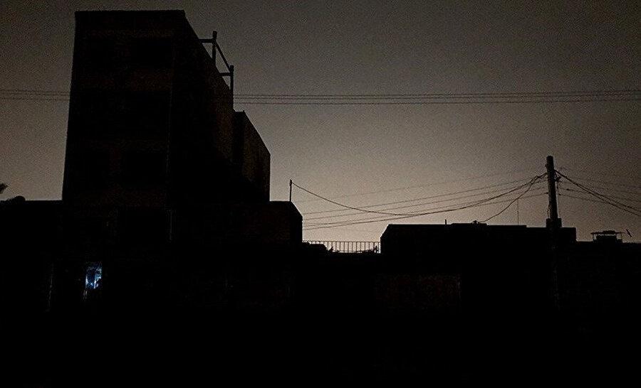 Son 2-3 haftadır İran'da yaşanan elektrik kesintileri ülkede hayatı zorlaştırıyor.