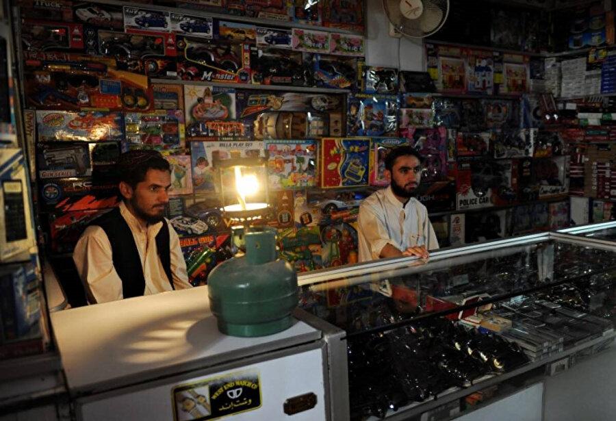 İran'ın elektrik ihracatını durdurması Afganistan-Herat gibi bölgelerin elektriksiz kalmasına neden oldu.