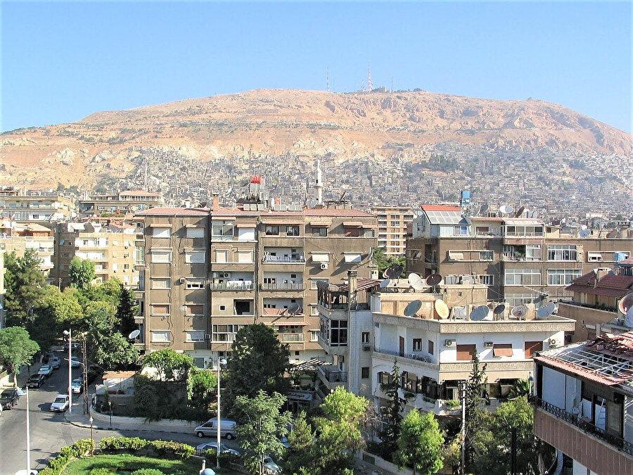 Şam'ın kuzeyinde bulunan ve Kabil'in Habil'i öldürdüğü yer olduğuna inanılan Kasiyun Dağı.