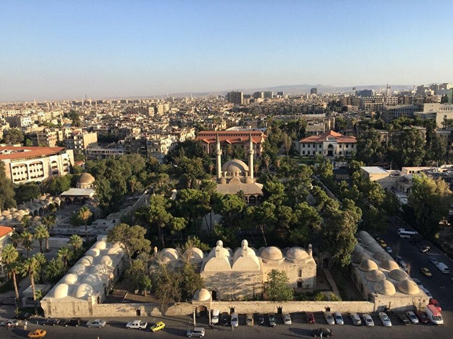 Süleymaniye Külliyesi, Şam. Memlûk dönemine ait bir saray kalıntısının yerine, 1554-59 arasında Kanuni Sultan Süleyman'ın emriyle Mimar Sinan tarafından inşa edilen külliyede, Osmanlı Padişahı Sultan Mehmed Vahdeddin'in de kabri bulunuyor.