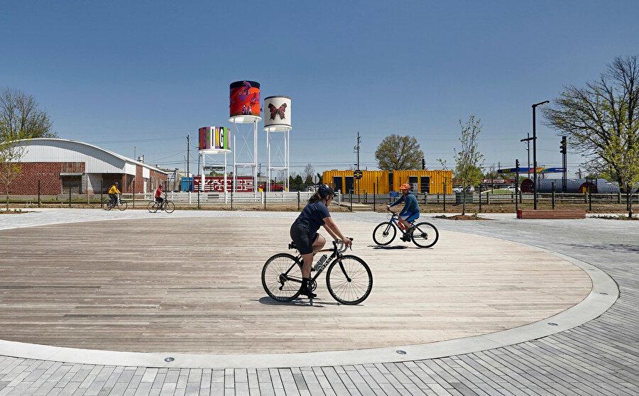 Proje, Rogers'ın tarihi şehir merkezi bölgesinin doğu sınırında yer alıyor.